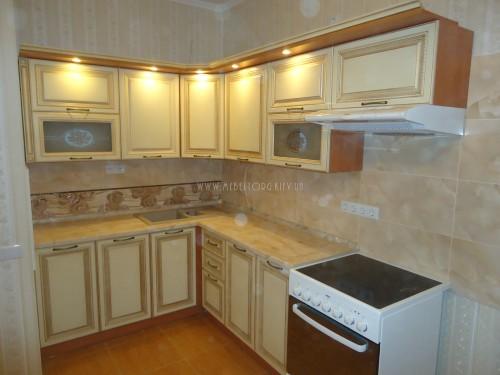 """Кухня """"Классик""""(угловая 2,4*1,75 м/ваниль супермат с патиной/МДФ)"""