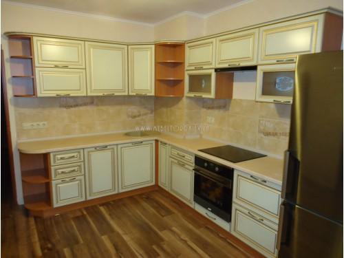 """Кухня """"Классик""""(угловая 2,7*2,35 м/ваниль супермат с патиной/МДФ)"""